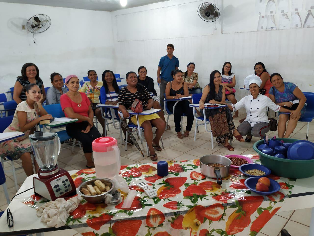 Célia Rabello dando curso de Culinária Saudável na IASD de Itapecuru Mirim